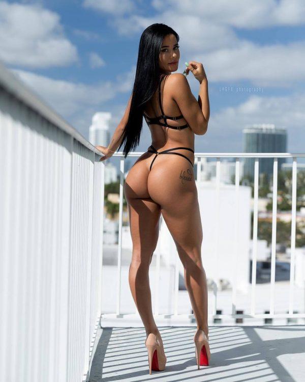 фото голых женских попок
