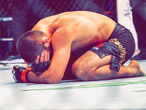 слезы Хабиба после боя